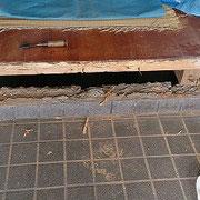 框を取り外しました。床下とお風呂部分をシロアリ駆除しました。