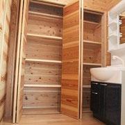 洗面脱衣室の大収納。