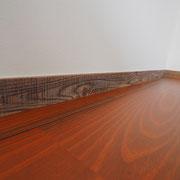幅木には古材を使っています。