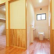 トイレです。引き戸にして場所も変わりました。