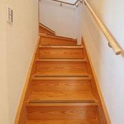 階段板は杉板で造っています。