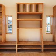 建具は大工さんの手造りで、格子の所にエアコンが入ります。