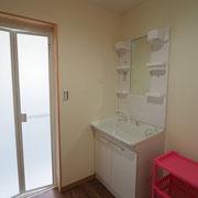 お風呂場への脱衣室。