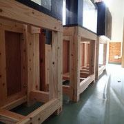 水槽の台は水槽の大きさによって変えています。
