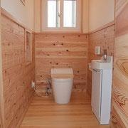 トイレには腰板とチャフウォールで仕上げています。