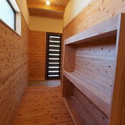 ギャラリースペースの裏には納戸があり、とても使いやすいです。