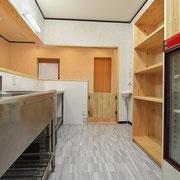 キープ棚も建具屋さんの手造りです。