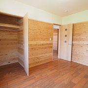 2階の子供部屋1です。床材はあずみの松を使用しています。