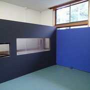 水槽の壁とパーティションボードの壁の部分はコンパネで造り、画鋲が指さりやすいようにしました。