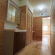 キッチンから洗面~ギャラリースペースへと繋がっています。