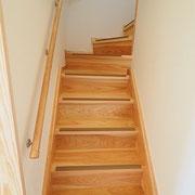 階段は杉板で造っています。
