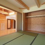 リビング隣は小上がりの和室です。