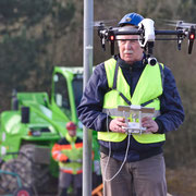 11.o3.2o15_Halde Hoppenbruch, Helmut Adler startet die Drohne