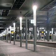 ATHEX PMMA Rohre für Leuchtenstelen Messebahnhof Düsseldorf © LUNUX GmbH