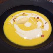 冷製栗カボチャのスープ 白ゴマのグラスを浮かべて