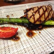 フランス産鴨フォアグラの網焼き バルサミコソース