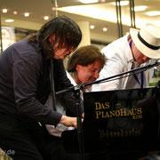 Sechshändig mit Dirk Raufeisen und Christoph Oeser.