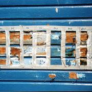 Die Farbtreppe der freigelegten Schichten zeigt diverse Lackschichten zur Bestimmung des ursprünglichen Farbtons.