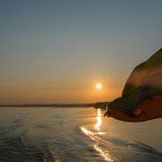 Myanmar - Sonnenaufgang auf dem Irrawaddy bei Mandalay