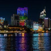 Vietnam - nachts auf dem Sông Sài Gòn bei Hồ Chí Minh