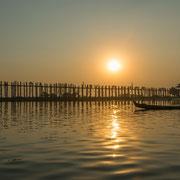 U-Bein-Brücke über den Taungthaman-See (Amarapura, Myanmar)