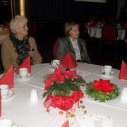 Ehrenvorsitzende Grete Vollert ( re. )