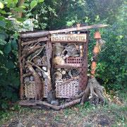 Insektenhotel aus Naturmaterialien - erbaut mit meinen Lieblingsmonstern