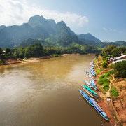 Der Mekong fließt durch Vang Vineg, Laos.