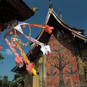 Der Wat Xien Thong wurde  im 16 Jahrhundert im laotischen Stil ganz aus Holz erbaut