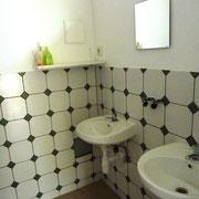 zuhanyzó ház