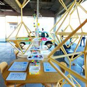 カモ井加工紙の史料を展示するミュージアムでワークショップが開催されました