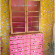 fertiger Apothekerschrank in pink