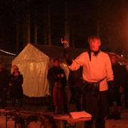 Auch im Dunkeln durften die Gäste noch im Feuerschein Axtwerfen was wirklich schön aussah.