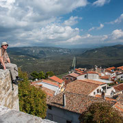 Blick über Motovun und dem Mirnatal auf Cicarija