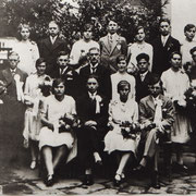 Tanzkränzel Jahrgang 1912 mit Tanzlehrer Karl Eichberger (Kasper Karl), Alois Röther, Hans Joa