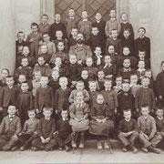 Lehrer Linzenmeier, vor 1904