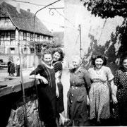 Frauengruppe im Pfarrgarten: v.l. Barbara Rieder, Susi und Susanne Stäbler, Rose und Thekla Hirsch