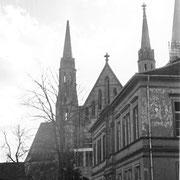 Schulhaus und Kirche