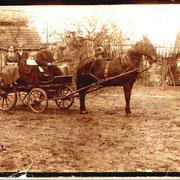 Pferdekutsche Franz Schneider mit Tochter und Enkelin Anna Mohr