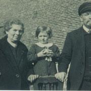 Josef Funk mit Frau Apollonia und Enkeltochter Marianne