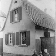 Haus von Nebel, 1925, Gäustr. 23, Herrmann, Eugen, Monika, Mutter Käthchen