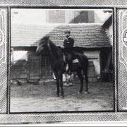 Artur Thirolf zu Pferde