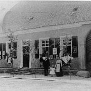 Fronleichnam Präsenzguthaus neben Kirche