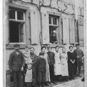 Jakob Kästel mit Familie in Mingolsheim