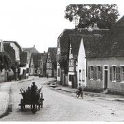 Hauptstraße, ca. 1950, von Osten zum Unterdorf, Pferdefuhrwerk