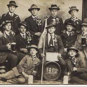 Musterungsjahrgang 1900: l.o. Eduard Mohr, Emil Schwarz,...; Leopold Betzer,..., 2. Reihe v. l. Franz Röther, ..., Appel, Karl Kästel (Amerikaner)