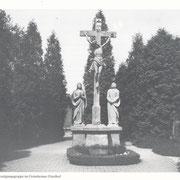 Kreuzigungsgruppe auf dem Friedhof; Gedenken der verstorbenen Sänger