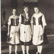 Theatergruppe Elisabeth Niederer, Pauline Henrich und Stephanie Kästel (später Schwester im St. Marien-Krankenhaus in Ludwigshafen)