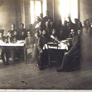 Verwundete Soldaten aus Lazarett (im Schulhaus)