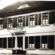 Schwesternhaus hinter Kirche, um 1910